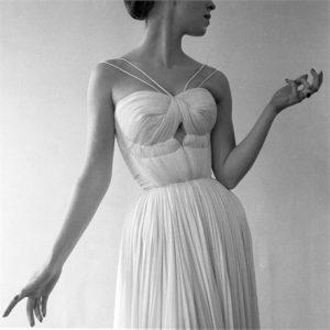 robert-doisneau--drap---de-gr--s--paris-1955-1557916_0x440